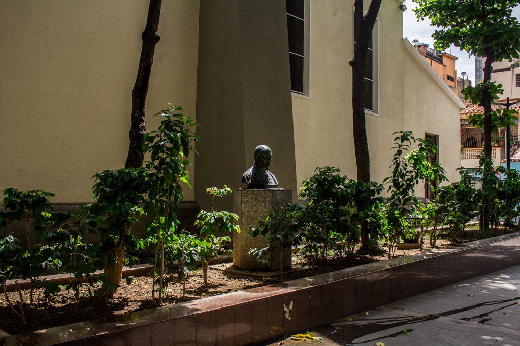 plaza bolívar de chacao-3