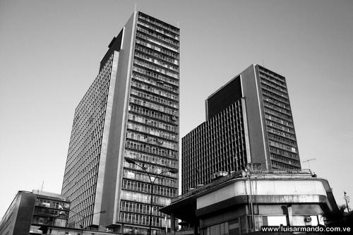 """Historias Chicas de Caracas: """"Las Torres del Silencio"""" por Don Eliseo"""