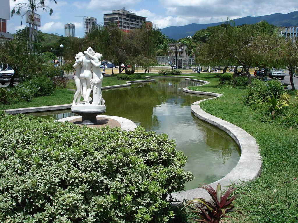 7 plazas para enamorarse en Caracas
