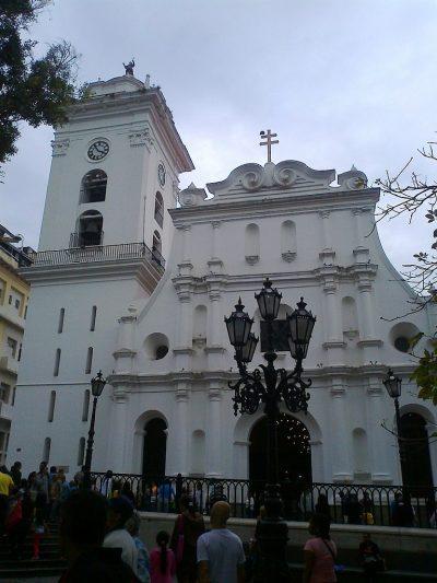 768px-catedral_de_caracas_fachada_principal_01